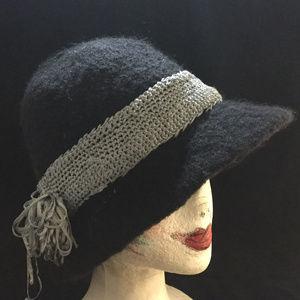 Accessories - NWOT Handmade Black Wool w/Silver Band Fashion Hat